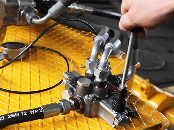 Сложности-ремонта-гидравлики-в-спецтехнике